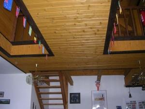 лестница наверх, к спальням