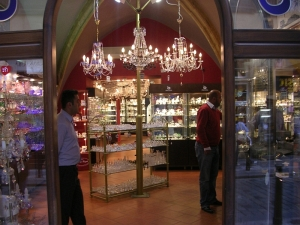 Магазин стекла, продавцы отнюдь не чехи.