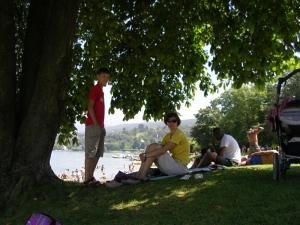 На пляже Женевского озера