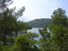 Малое озеро острова Мльет