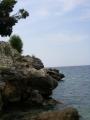 Скала над пляжем