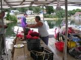 Тут прямо готовят устриц и мидий, только что поднятых из воды