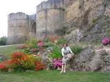 Крепость в Фалезе тоже в цветах