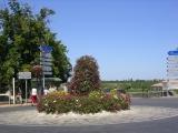 Типичный французский кольцевой перекресток в нетипичном городке Сент-Эмилион