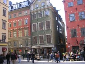 Стокгольм, здесь на крыше зеленого дома живет Карлссон